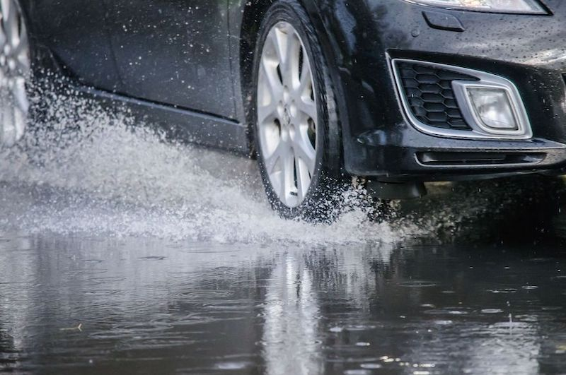 10 Tips on How to Pass Advanced Driving Test. Aquaplaning - driver-start.com